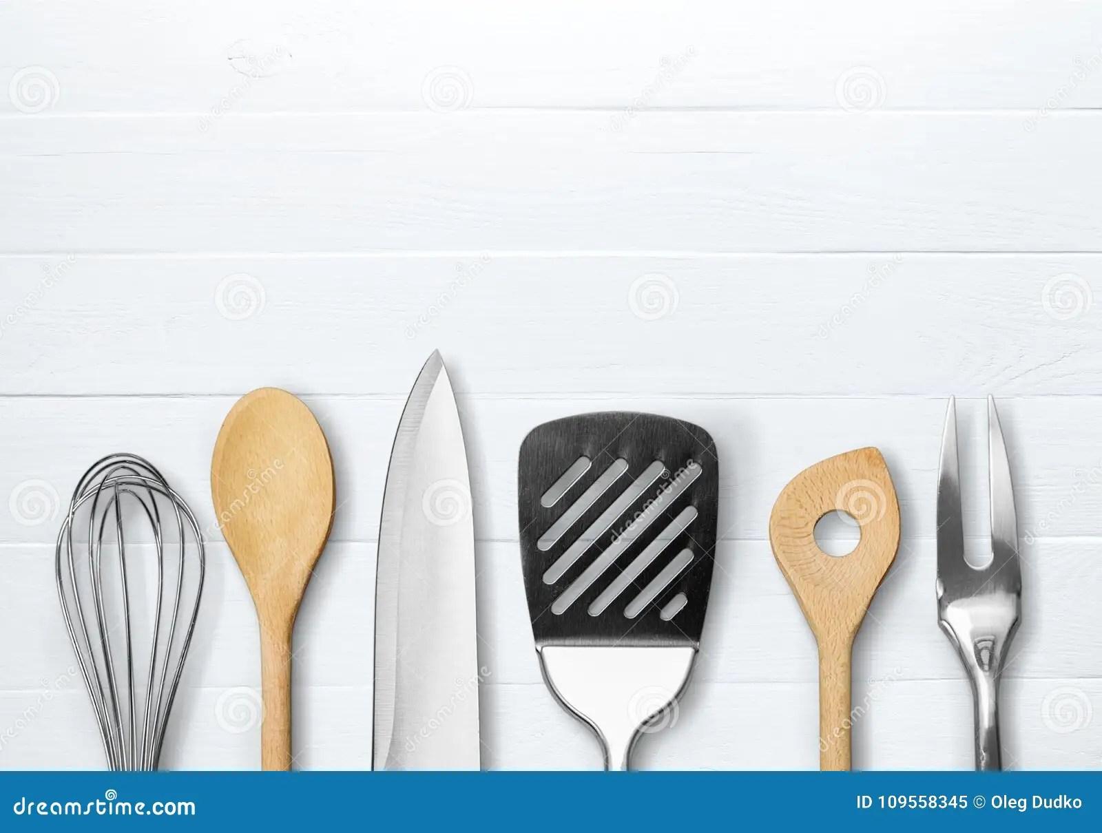 oil dispenser kitchen cheap remodels 厨房金属和木器物在背景库存图片 图片包括有对象 豪华 国内 设备 厨房金属和木器物在背景