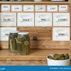 Kitchen Sideboards Brushes 厨房餐具柜库存图片 图片包括有吃饭的客人 颜色 用餐 厨师 空白 厨房餐具柜