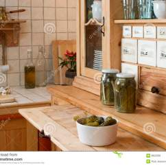 Kitchen Sideboards Towel Rack 厨房餐具柜库存照片 图片包括有餐具柜 厨房 香料 午餐 出票人 胡椒 出票人厨房餐具柜加香料葡萄酒