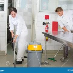 Kitchen Aid Products Drop Ceiling Lighting 厨房援助清洁餐馆厨房库存照片 图片包括有楼层 统一 擦净剂 洗涤物 厨房援助清洁餐馆厨房