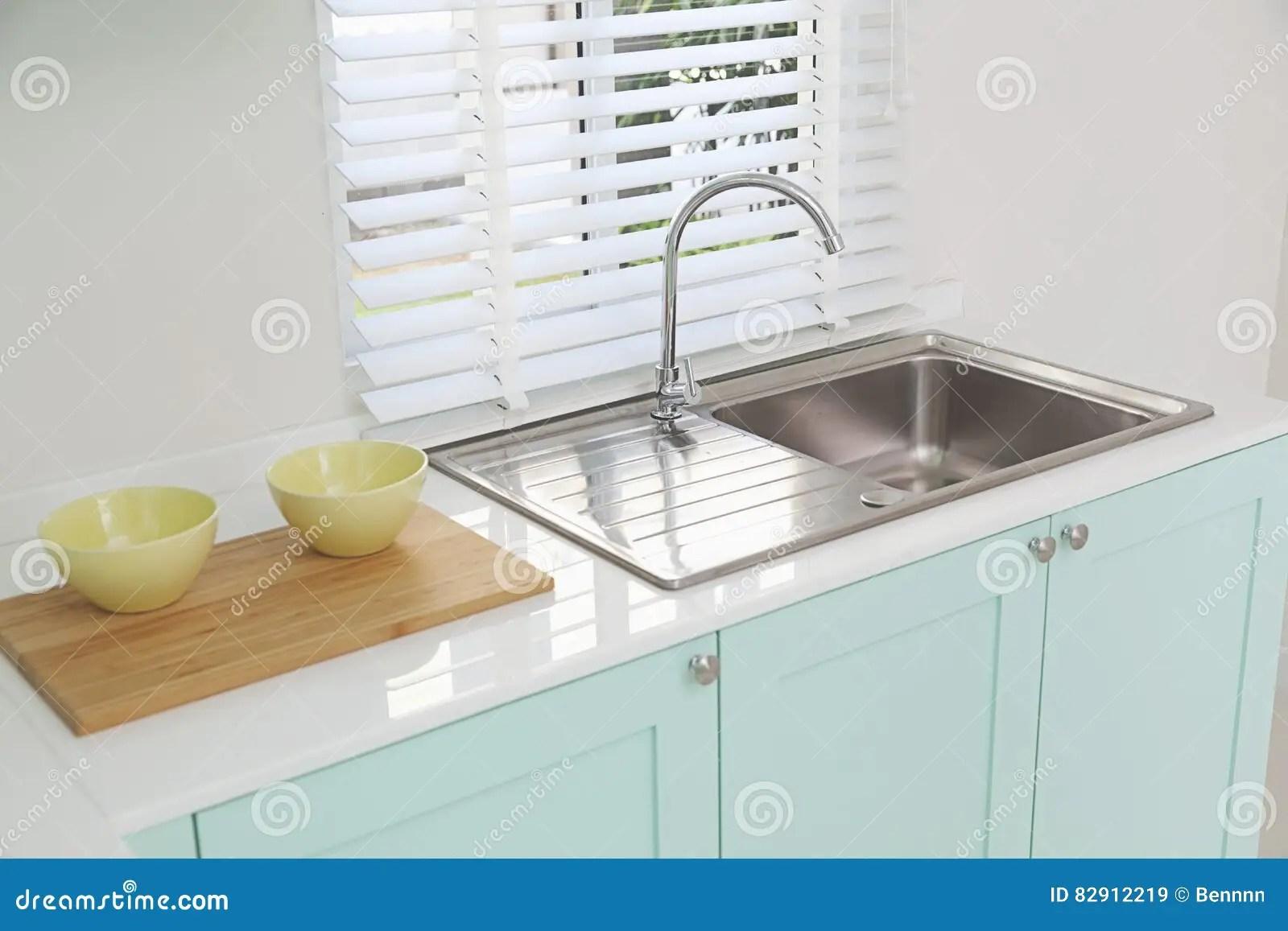 gray kitchen sink planning software 厨房水槽和火炉库存图片 图片包括有投反对票 室内 龙头 大理石 灰色 厨房水槽和火炉