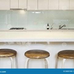 Industrial Kitchen Stools White Carts 厨房splashback长凳和凳子库存照片 图片包括有大理石 拱道 内部 范围 厨房splashback长凳和凳子