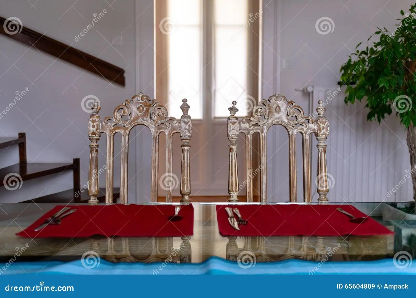 kitchen glass table pendant lighting over island 反对窗口的厨房玻璃桌和两葡萄酒椅子库存图片 图片包括有居住 窗帘 反对窗口的厨房玻璃桌和两葡萄酒椅子