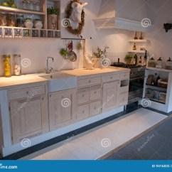 In Stock Kitchens White Beadboard Kitchen Cabinets 古典国家 地区 设计厨房现代新木库存图片 图片包括有食物 烹调 硬木 设计厨房现代新木