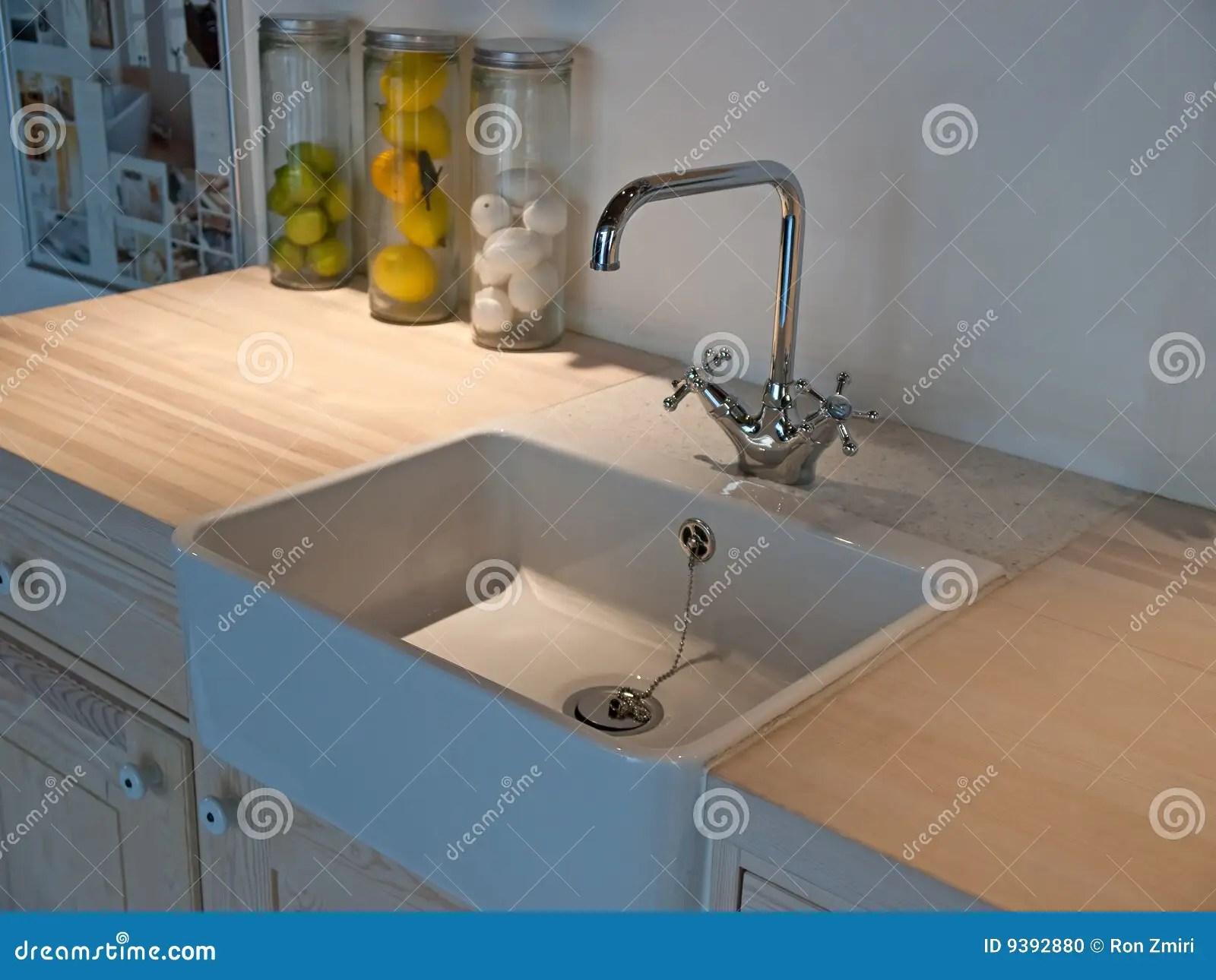kitchen faucets for sale red table set 古典龙头厨房水槽轻拍库存照片 图片包括有机柜 内部 清洁 干净 厨房 古典设计详细资料龙头厨房现代水槽时髦自来水