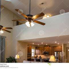 Kitchen Ceiling Fan L Shaped Rug 吊扇在新房里库存照片 图片包括有空白 设计 厨房 别墅 长沙发 居住 吊扇在客厅的新房里
