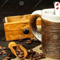 Kitchen Prep Table Outdoor Plans Diy 咖啡的家庭准备在厨房用桌上的咖啡豆咖啡销售库存照片 图片包括有减速 咖啡的家庭准备在厨房用桌上的咖啡豆咖啡销售