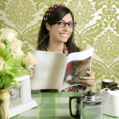 Kitchen Magazine Unclog Drain 咖啡馆咖啡厨房杂志减速火箭的妇女库存图片 图片包括有杂志 愉快 表达 咖啡馆咖啡厨房杂志减速火箭的妇女
