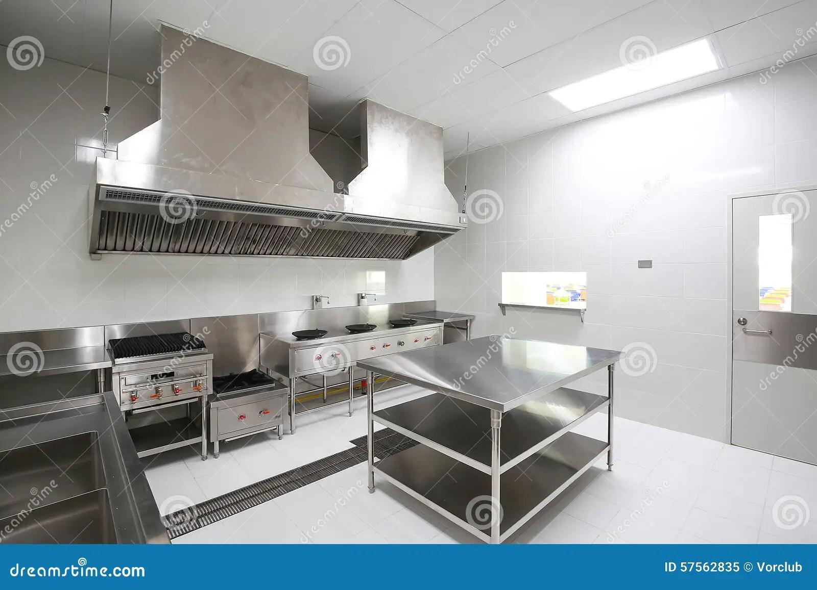 commercial kitchens kitchen table lights 商业厨房库存图片 图片包括有前景 商业 对象 油煎 容器 范围 准备 商业厨房