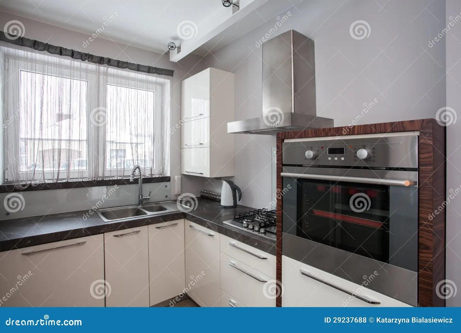 kitchen equipment island top 国家 地区 家庭的厨房设备库存照片 图片包括有厨房 庄园 任何地方 家庭的厨房设备