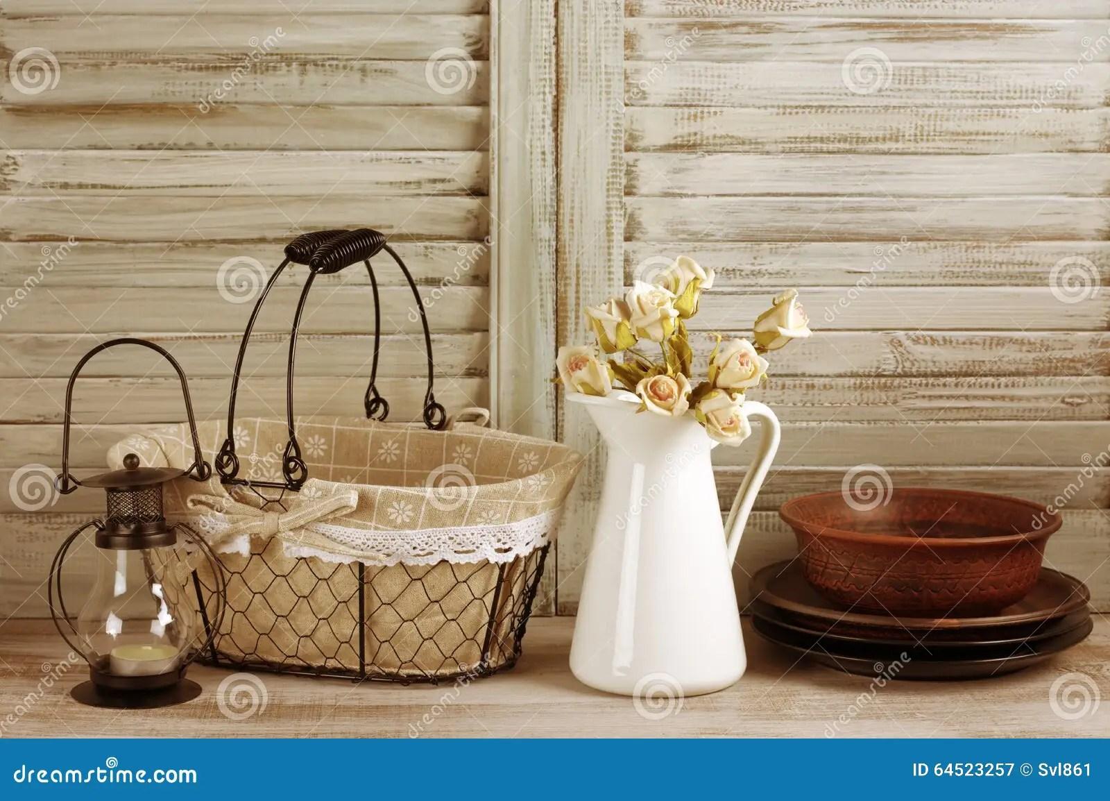 kitchen lanterns island lights 土气厨房静物画库存图片 图片包括有设计 灯笼 内部 国家 地区 土气厨房静物画 铁丝网筐 水罐有玫瑰束的 陶瓷餐具和灯笼反对葡萄酒木快门被过滤的被定调子的图象