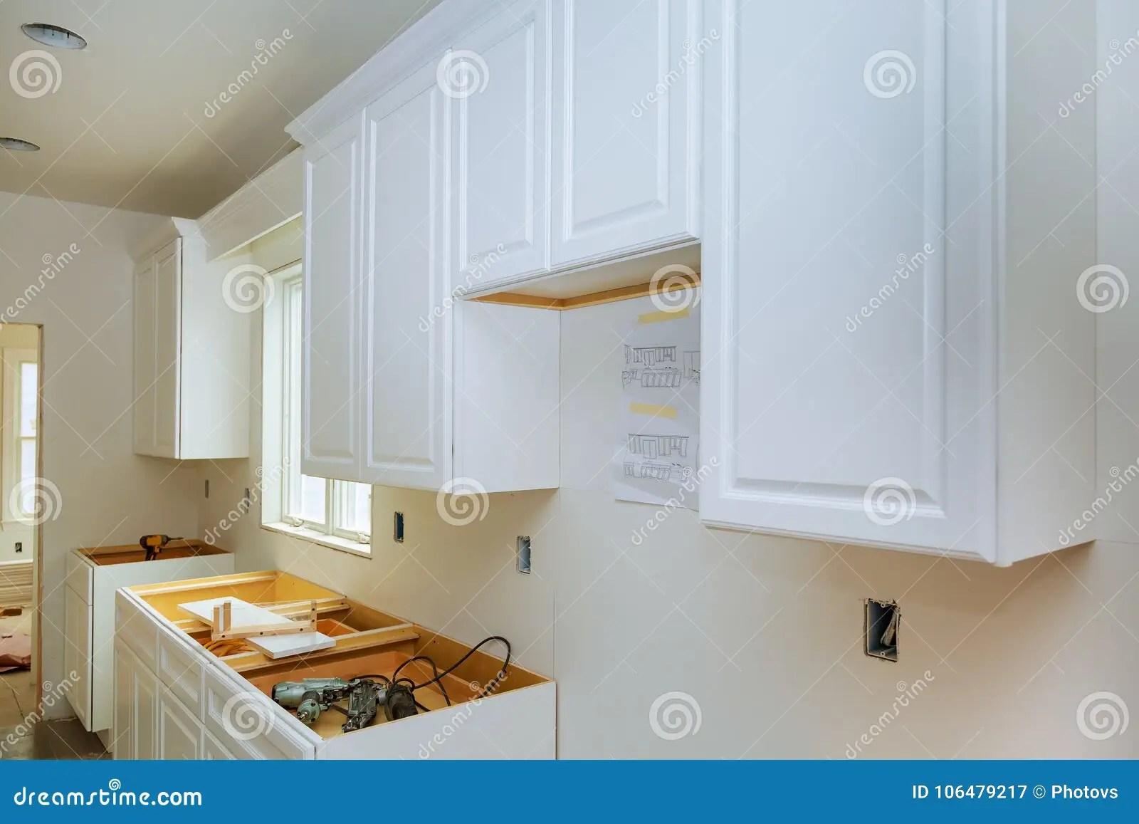 kitchen remodel pictures barbie playset 在一个新的厨房改造看法安装的住所改善厨房库存图片 图片包括有海岛 在一个新的厨房改造看法安装的住所改善厨房