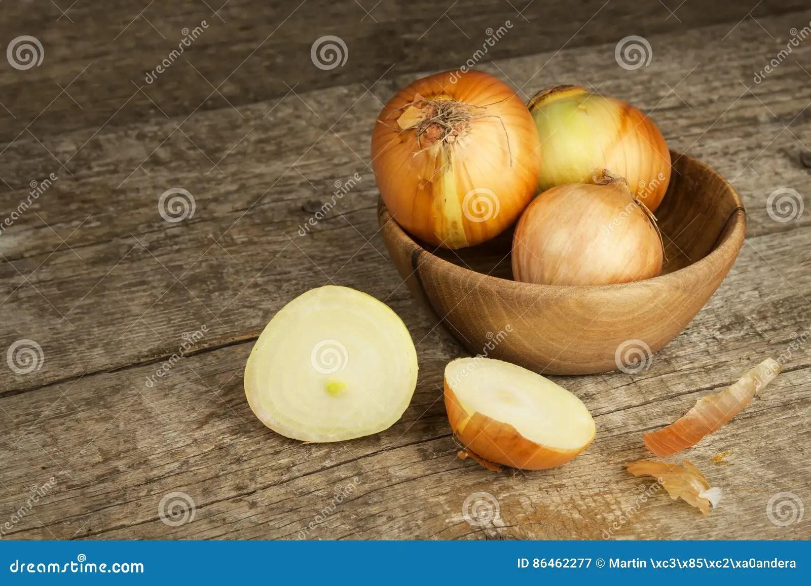kitchen prep table high quality cabinets 在一张老木桌上的新鲜的葱食物例证厨房准备向量妇女葱切库存图片 图片 在一张老木桌上的新鲜的葱食物例证厨房准备向量妇女葱切
