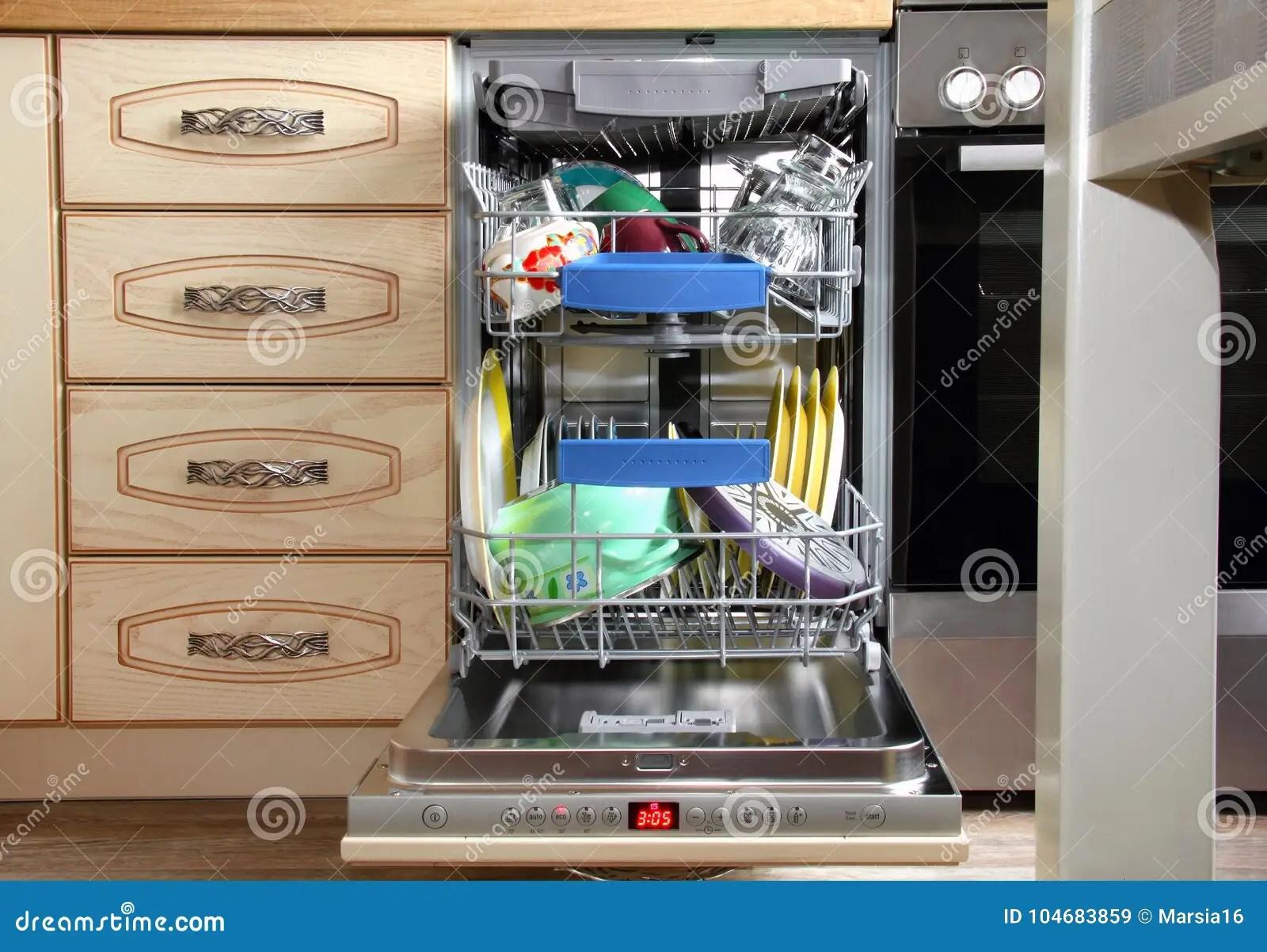 kitchen dishwashers industrial hoods stainless steel 在内部的厨房洗碗机库存例证 插画包括有刀叉餐具 弯脚的 砂锅 扁平的 在内部的厨房洗碗机