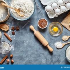 Kitchen Prep Table Delta Oil Rubbed Bronze Faucet 在厨房用桌背景的面团准备食谱ingridients平的位置库存图片 图片包括有 在厨房用桌背景的面团准备食谱ingridients平的位置