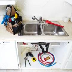 Kitchen Faucet Adapter Pictures Of Countertops 在厨房的配管工具库存图片 图片包括有建筑 适配器的 流失 管道 障碍 在厨房的配管工具