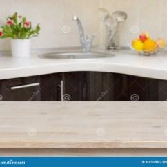 Wooden Kitchen Table Condo Remodel 在现代厨房内部背景的午餐桌库存照片 图片包括有自由 颜色 背包 空间 在厨房龙头内部背景的木桌免版税库存图片