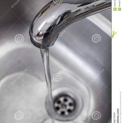 Kitchen Sink Drain Faucets At Costco 在厨房水槽的排水孔库存图片 图片包括有下落 漏洞 圈子 国内 概念 在不锈钢厨房水槽的排水孔