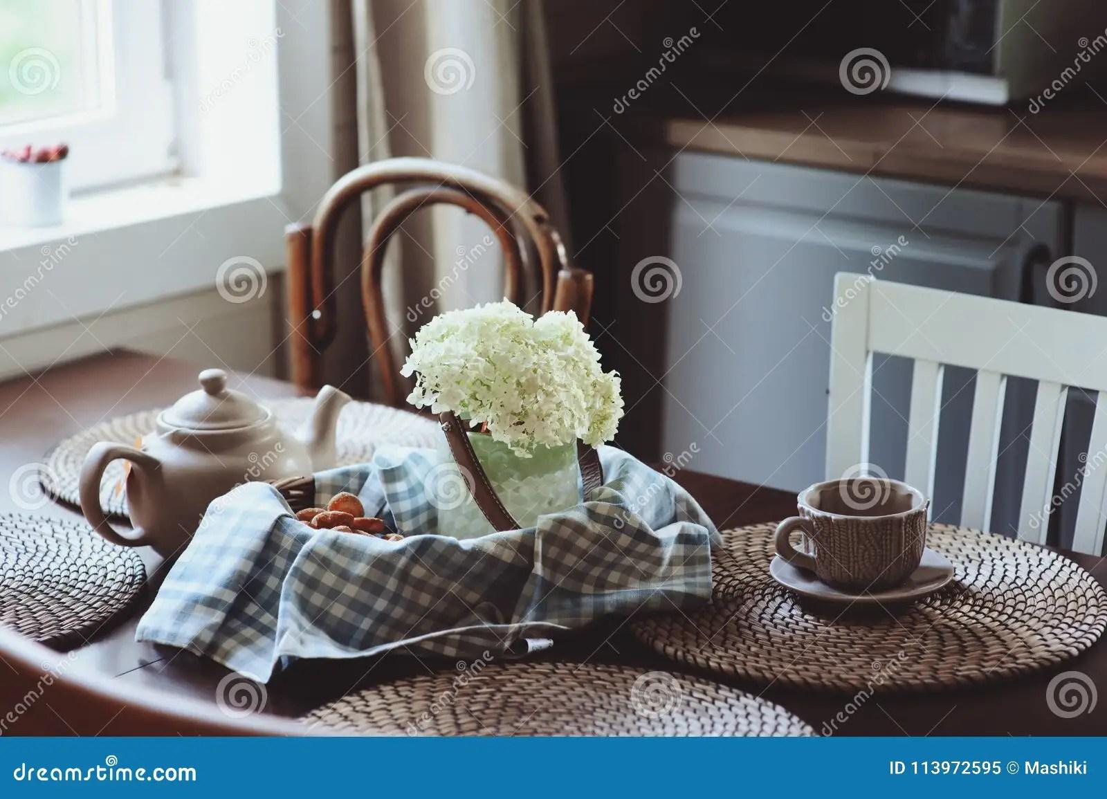 summer kitchens chalkboard for kitchen wall 在土气乡间别墅厨房的舒适夏天早晨库存图片 图片包括有照亮 花束 咖啡 在土气乡间别墅厨房的舒适夏天早晨