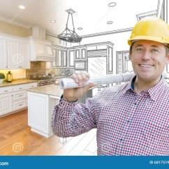 Kitchen Contractor Chrome Faucets 在安全帽的英俊的承包商在习惯厨房图画和照片库存照片 图片包括有图画 在安全帽的英俊的承包商在习惯厨房图画和照片