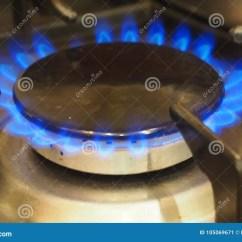 Kitchen Stove Gas How To Build Your Own Island 在家庭厨灶的灼烧的煤气喷燃器库存图片 图片包括有燃烧器 设备 丁烷 在家庭厨灶的灼烧的煤气喷燃器