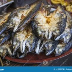 Kitchen Booths Used Cabinets Chicago 在开放厨房的食物摊位服务的烤鱼鲭鱼库存照片 图片包括有美食 街道 在开放厨房的食物摊位服务的烤鱼鲭鱼