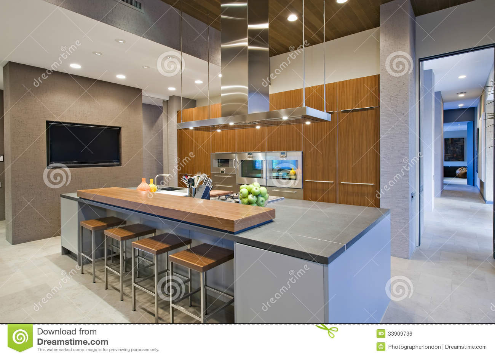 kitchen bar stool design 在早餐吧台的高凳在厨房里库存照片 图片包括有最高限额 现代 里面 在早餐吧台的高凳在厨房里