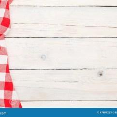 Towel For Kitchen Cabinet Styles 在木厨房用桌的红色毛巾库存图片 图片包括有红色 纺织品 菜单 材料 在木厨房用桌的红色毛巾