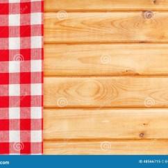 Towel For Kitchen Kids Step Stool 在木厨房用桌的红色毛巾库存图片 图片包括有干净 表面 烹调 空间 在木厨房用桌的红色毛巾