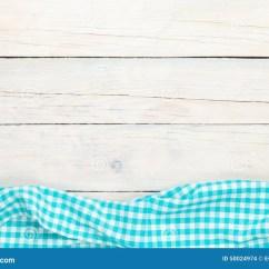 Towel For Kitchen Cabinet Shelf 在木厨房用桌的蓝色毛巾库存照片 图片包括有靠山 餐馆 野餐 删去的 在木厨房用桌的蓝色毛巾