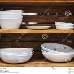 Kitchen Aid Cabinets Laminate Flooring In 在木架子的许多普通的陶瓷板材烹调的厨房辅助部件库存照片 图片包括有盛 在木架子的许多普通的陶瓷板材烹调的厨房辅助部件