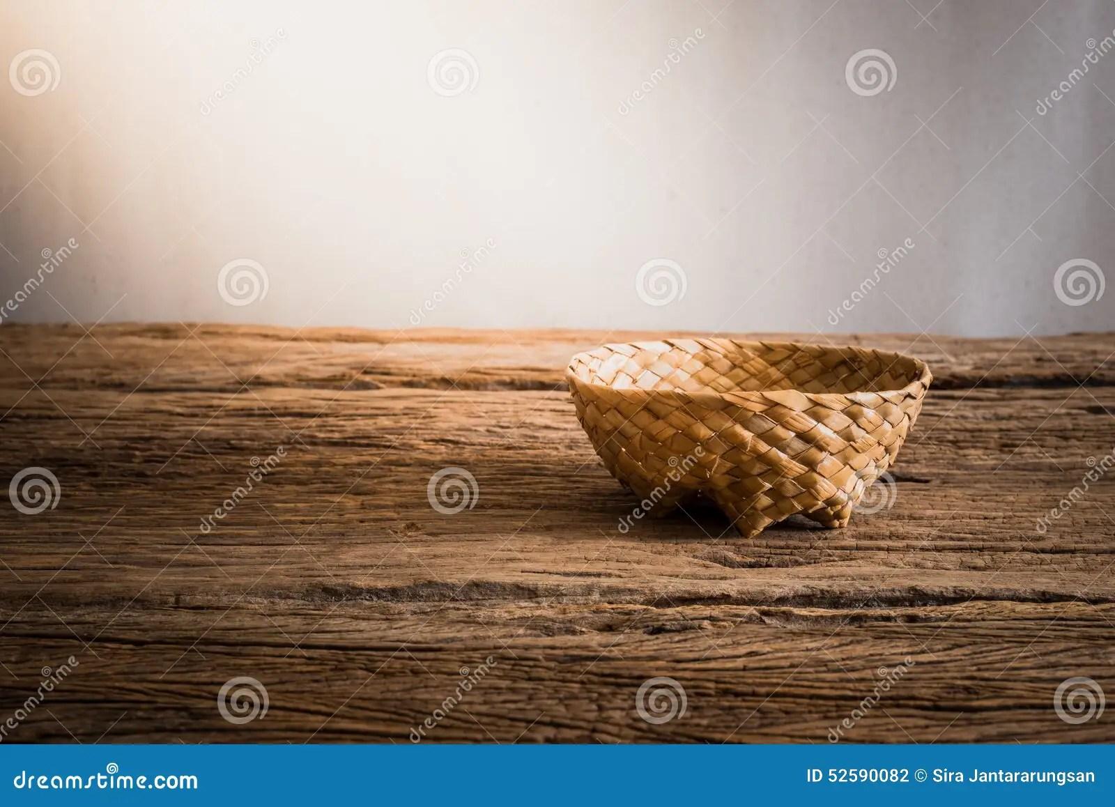 in stock kitchens 36 inch kitchen sink 在木桌面的空的柳条筐 库存照片. 图片 包括有 弯脚的, 墙壁, 牌照, 餐馆, 藤条, 仍然, 庆祝, 厨房 ...