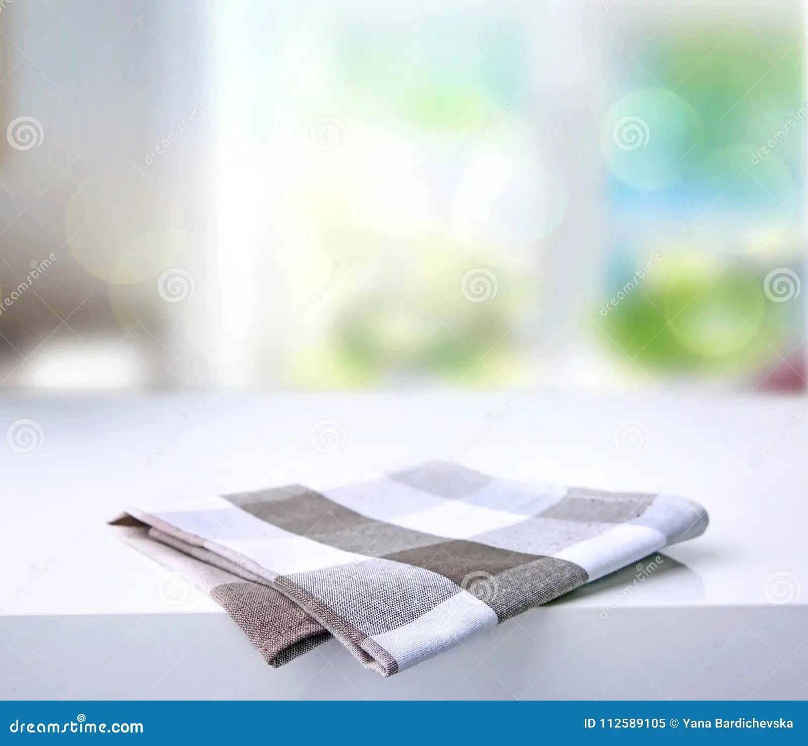 gray kitchen towels knife set 在桌上的被折叠的厨房方格的毛巾库存图片 图片包括有餐巾 模式 靠山 在桌上的被折叠的厨房方格的毛巾