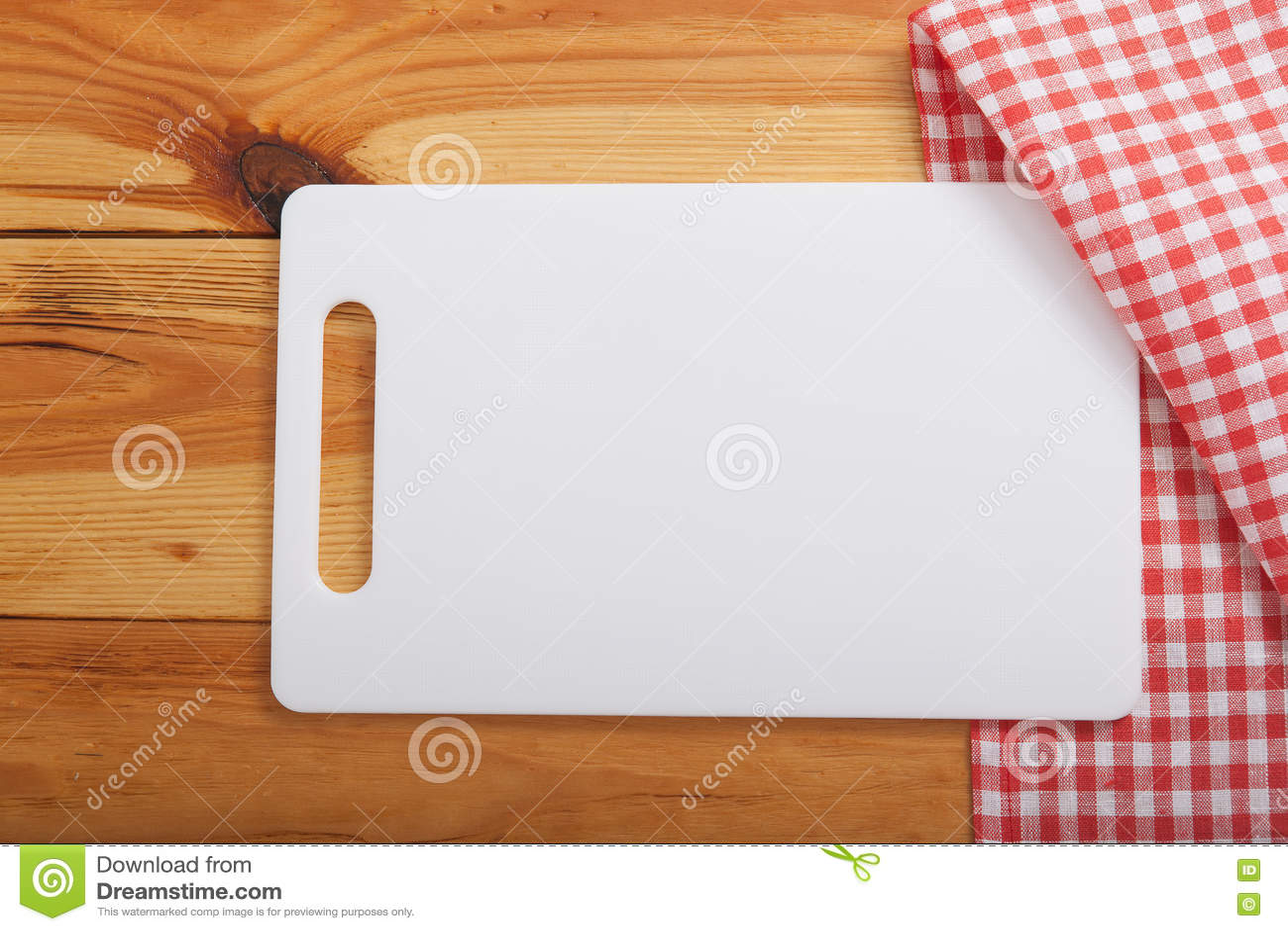 towel for kitchen pictures of granite countertops and backsplashes 在毛巾的切板在木厨房用桌上顶视图库存图片 图片包括有菜单 餐巾 背包 倒空在毛巾的白色切板在木厨房用桌上顶视图