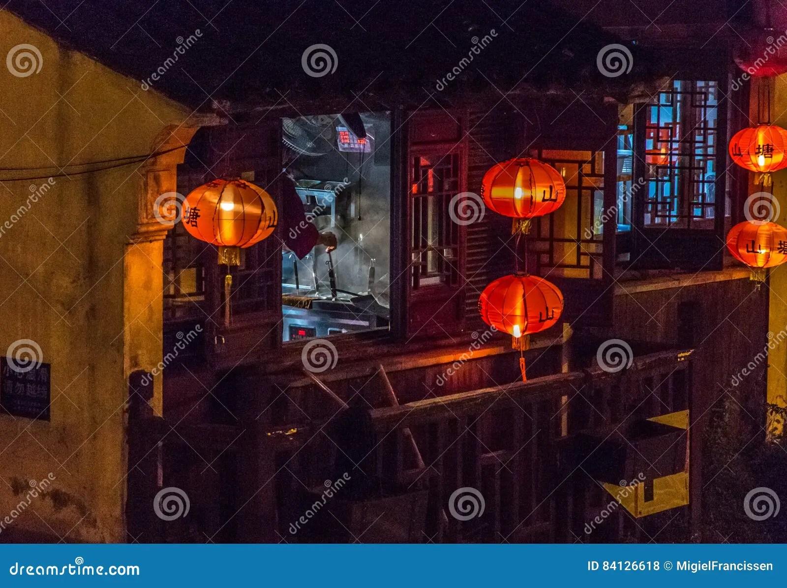 kitchen lanterns cabinet corner shelf 在灯笼之间的中国厨房库存照片 图片包括有汉语 布哈拉 红色 厨房 在灯笼之间的中国厨房