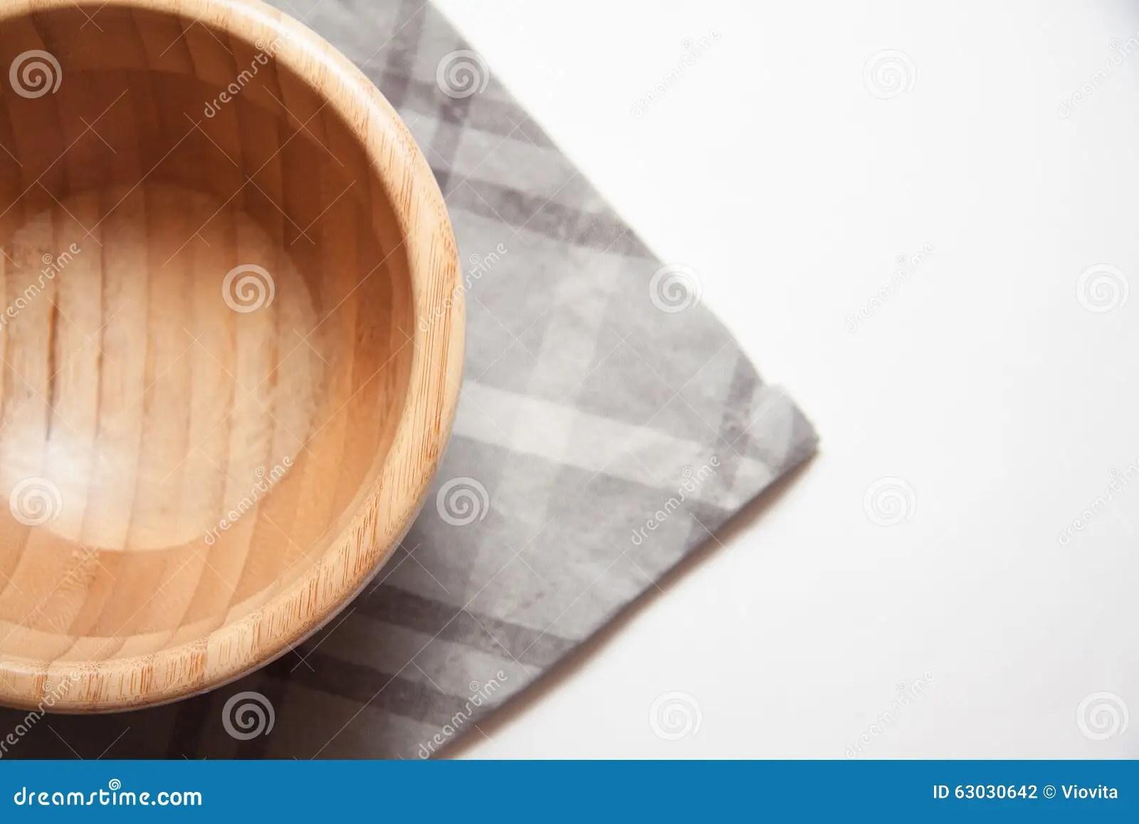 gray kitchen towels how to update laminate cabinets 在灰色毛巾的自然碗库存照片 图片包括有波儿地克的 地空通信系统 聚会 厨房器物 有毛巾的小木碗