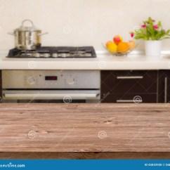 Modern Kitchen Table Black Hardware 在现代厨房内部背景的午餐桌库存照片 图片包括有自由 颜色 背包 空间 在现代厨房内部背景的午餐桌