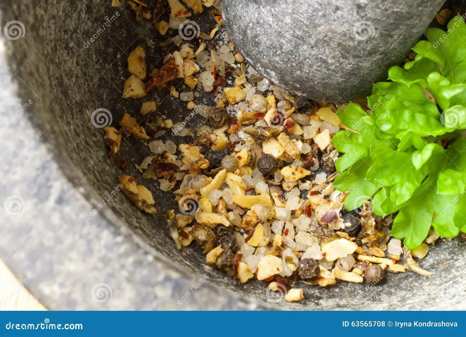 kitchen aid grinder black cabinets 在研磨机的香料库存照片 图片包括有香料 准备 草本 厨师 荷兰芹 在研磨机的香料