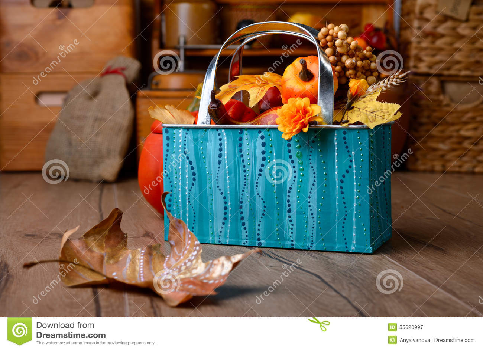 turquoise kitchen decor bakers racks for kitchens 在葡萄酒厨房的秋天装饰绿松石和orane的库存图片 图片包括有10月 橙色 在葡萄酒厨房的秋天装饰绿松石和orane的