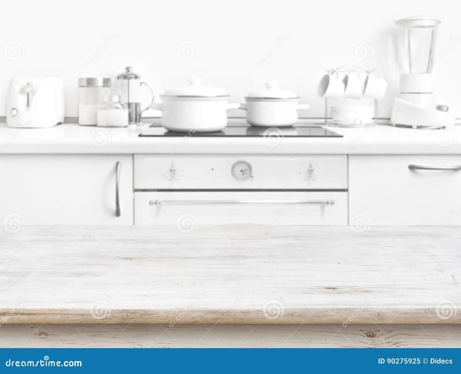 white kitchen bench outdoor kitchens tampa 在被弄脏的白色厨房长凳内部前面的木桌库存图片 图片包括有厨具 颜色 在被弄脏的白色厨房长凳内部前面的木桌