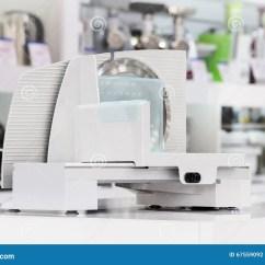 Kitchen Food Slicer Island Lighting 在零售店的唯一电食物切片机库存照片 图片包括有厨具 空白 照亮 对象 在零售店的唯一电食物切片机