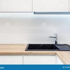 New Kitchen Sink Runner Rugs For 在黑新的厨房水槽的现代设计师镀铬物水龙头厨房表面的操作范围由木头制成 在黑新的厨房水槽的现代设计师镀铬物水龙头厨房表面的