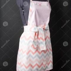 Kitchen Apron For Kids Plate Sets 在黑背景的厨房围裙库存图片 图片包括有投反对票 衣裳 背包 穿戴 在一个时装模特的女性厨房围裙在黑背景