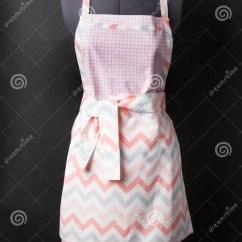 Kitchen Apron For Kids Cupboards Sale 在黑色的厨房围裙库存照片 图片包括有投反对票 颜色 烹调 时装模特 在一个时装模特的女性厨房围裙在黑背景