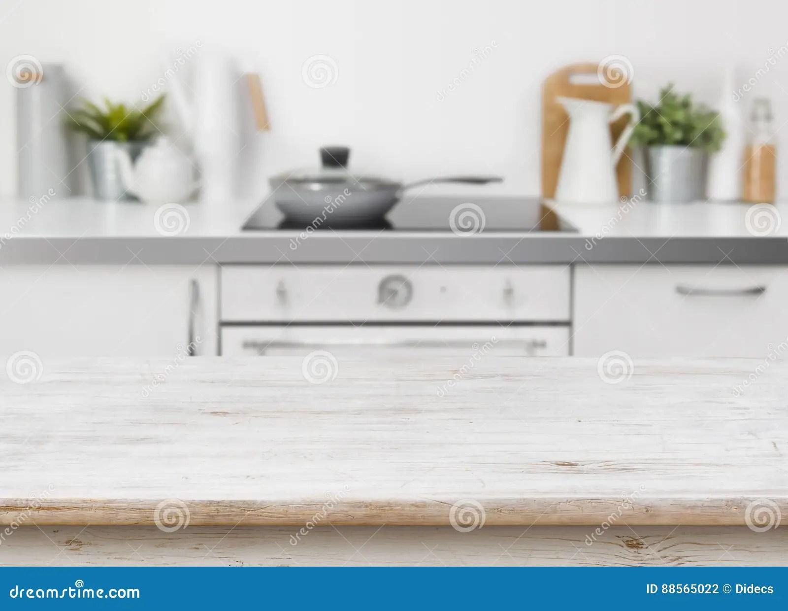 kitchen banquette aid pans 在defocused厨房长凳内部背景的被漂白的木纹理桌库存照片 图片包括有 在defocused厨房长凳内部背景的被漂白的木纹理桌