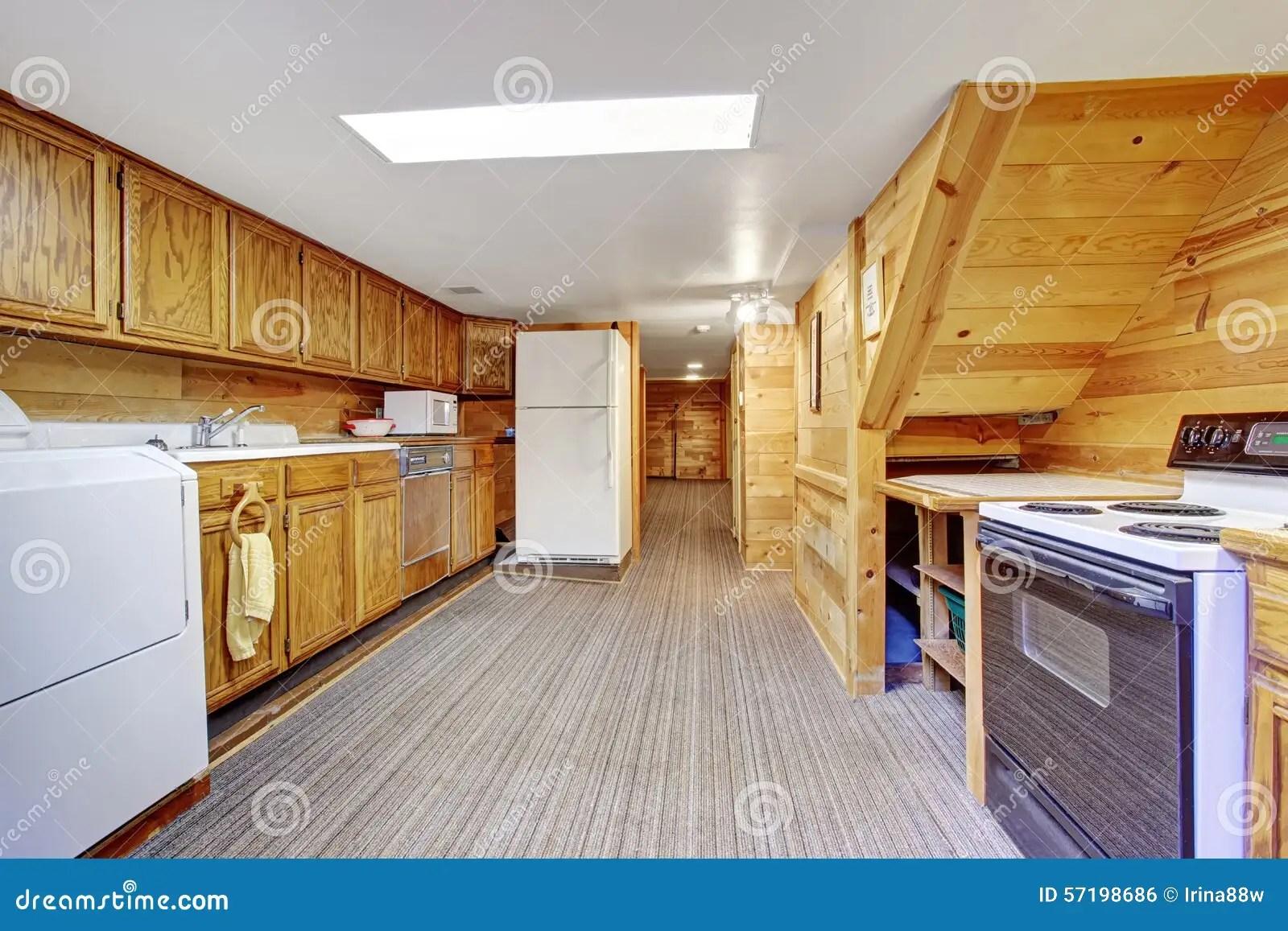 wine kitchen rugs mandoline 地道厨房洗衣房组合与地毯库存照片 图片包括有干净 空间 木头 装备 autherntic厨房洗衣房组合与地毯和木头内阁