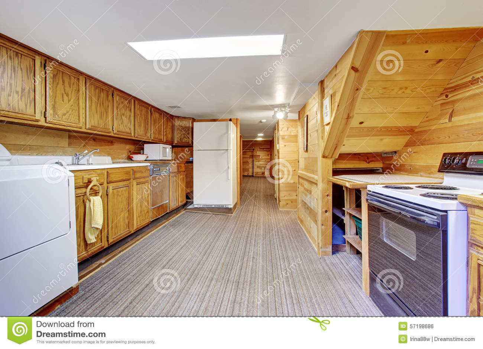 kitchen sink rugs calphalon outlet 地道厨房洗衣房组合与地毯库存照片 图片包括有干净 空间 木头 装备 autherntic厨房洗衣房组合与地毯和木头内阁