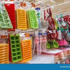 Sears Kitchen Large Island For Sale 埃斯基谢希尔 土耳其 2017年4月17日 厨房器物在超级市场的待售在埃斯 厨房器物在超级市场的待售在埃斯基谢希尔 土耳其搁置