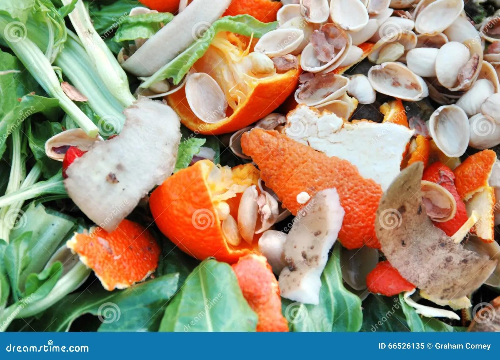 kitchen compost container kohler undermount sinks 堆肥材料库存图片 图片包括有从事园艺 回收 螺母 土豆 芹菜 厨房 在庭院天然肥料堆的厨房废物