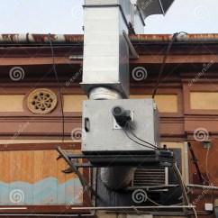 Kitchen Exhaust Built In Garbage Cans 外在厨房排气系统库存图片 图片包括有烟囱 设备 出气孔 管道 行业 外在厨房排气系统